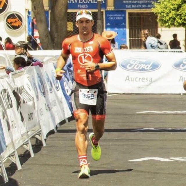 entrada en meta en triatlon de orihuela